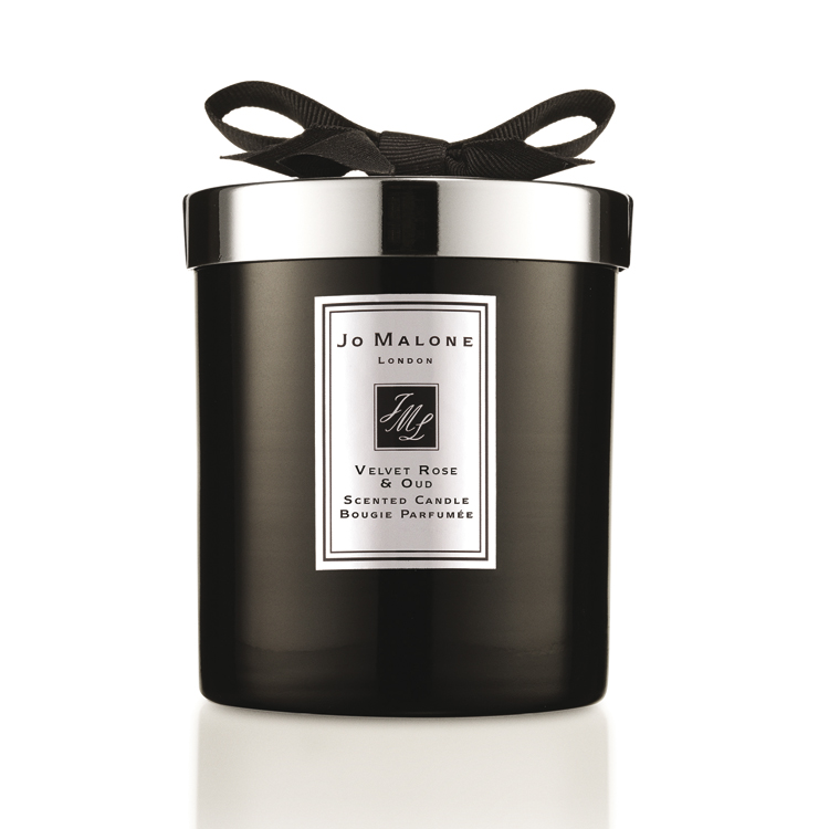 Winterliche Duftkerzen. Jo Malone Velvet Rose & Oud Scented Candle by ohhhsorelaxed.com